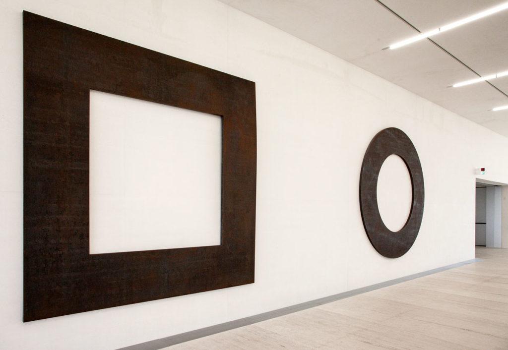 Negative Steel Square e Negative Steel Circle di Michael Heizer