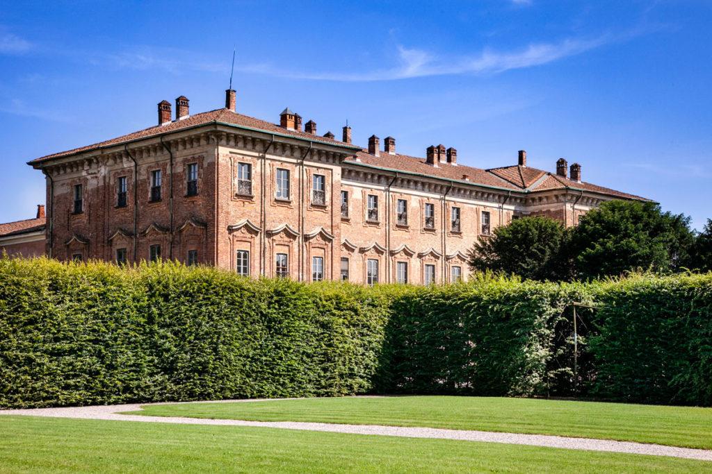 Palazzo del Settecento con facciata in mattoni a vista - Villa Litta Lainate