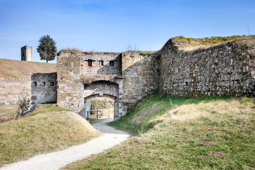 Passeggiata tra le stelle del borgo friuliano - Rovine delle vecchie mura