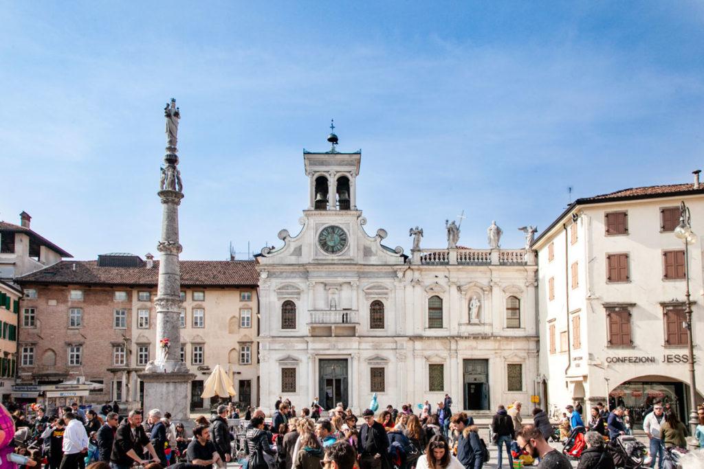 Piazza Matteotti e colonna della Madonna col Bambino - Udine