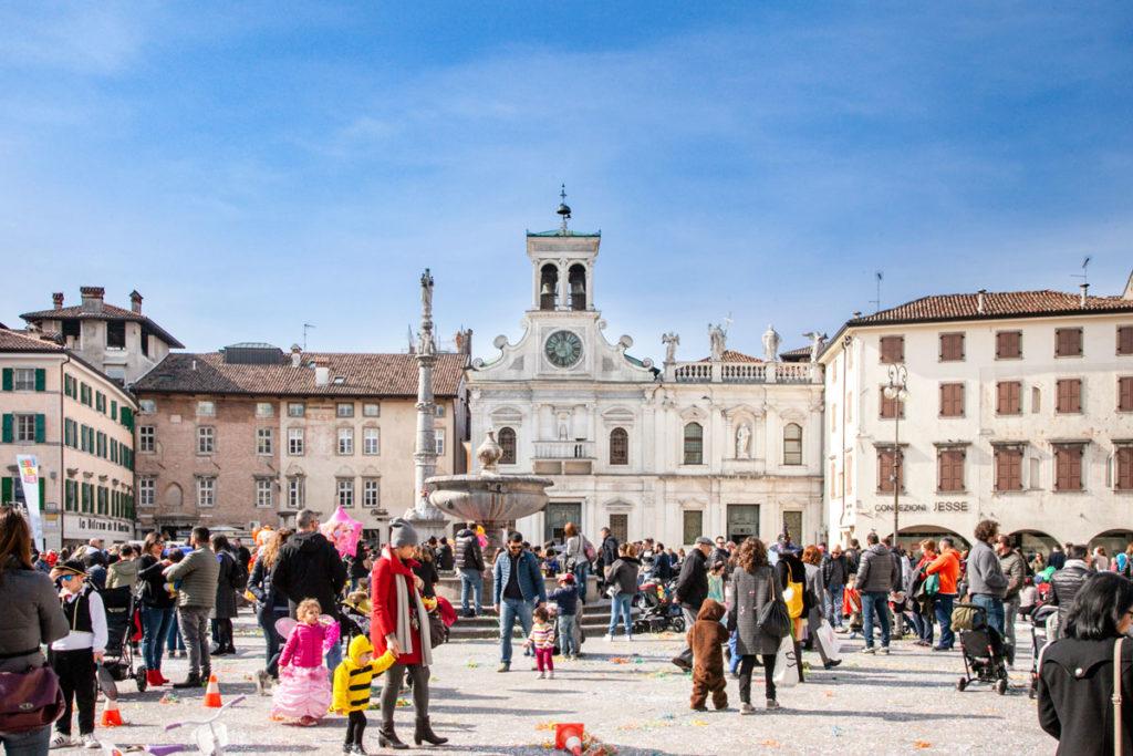 Piazza Matteotti e fontana del XVI secolo