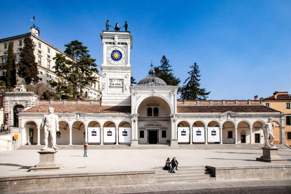 Piazza della Libertà - Porticato di San Giovanni e Torre dell'Orologio con Huomini delle ore