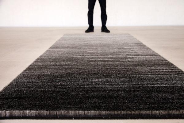 Pin Carpet di Mona Hatoum - Tappeto di Spilli
