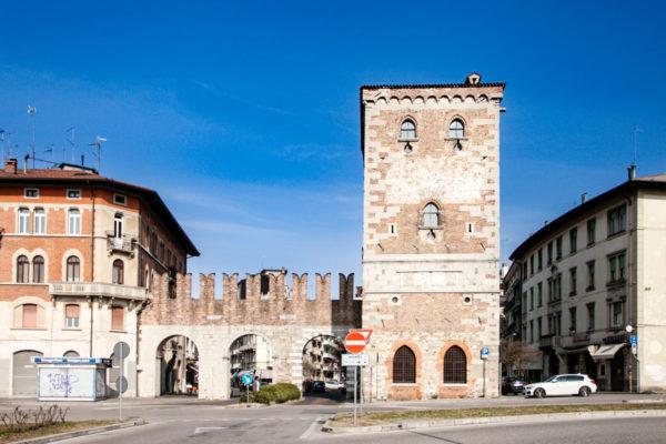 Porta Aquileia con merlatura ghibellina - ingresso ad Udine