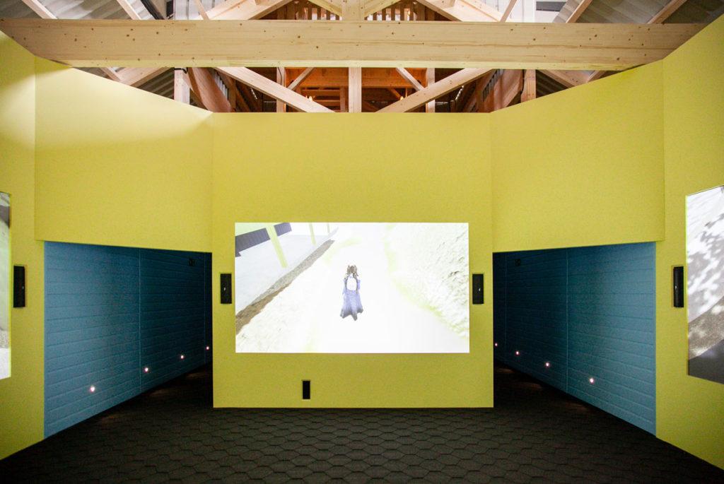 Property Bath - Lizzie Fitch e Ryan Trecartin a Fondazione Prada Milano