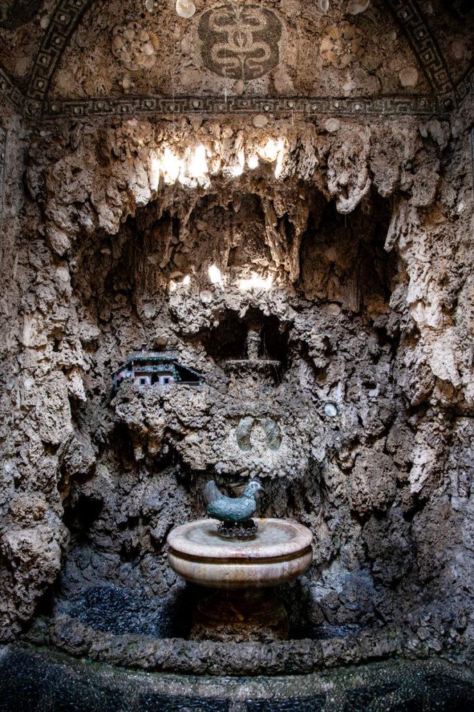 Sala dell'uovo - Gallina che fa uovo in Villa Litta Lainate