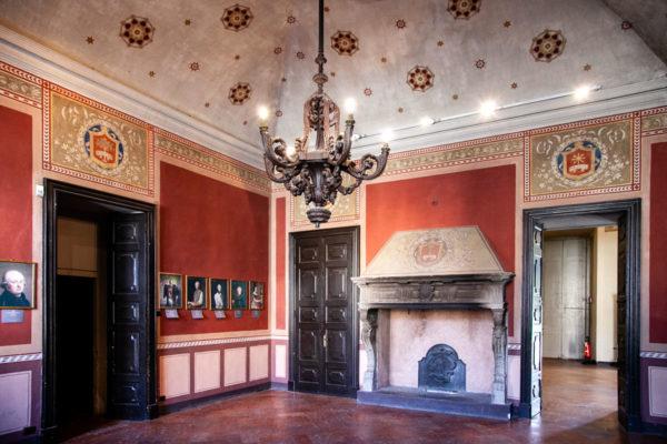 Sala delle Virtù con Camino