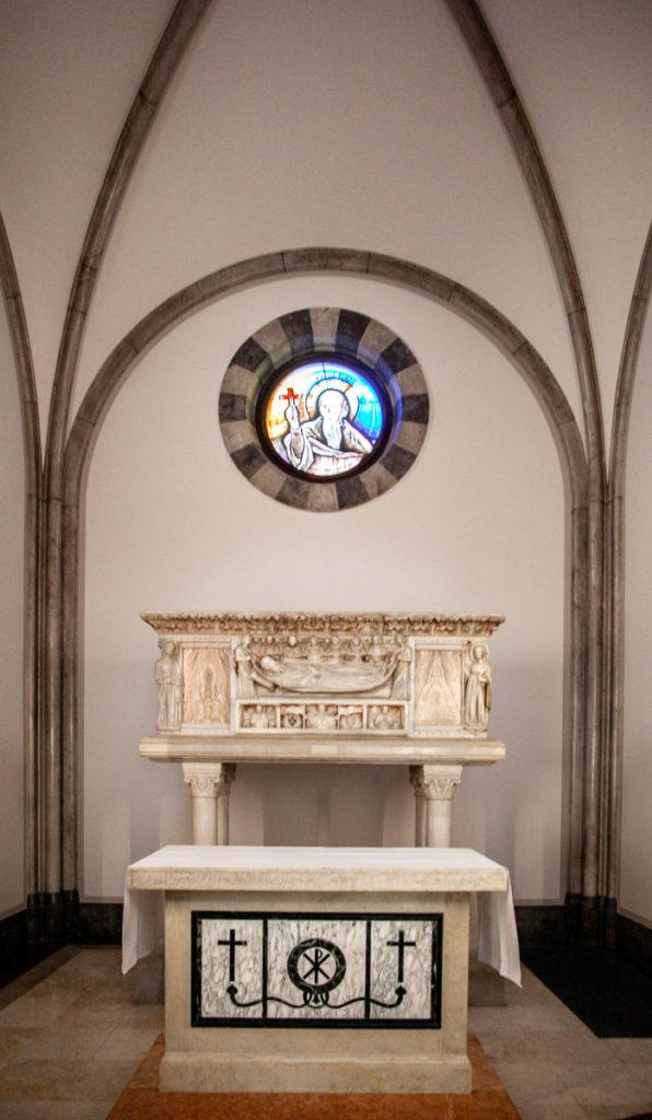 Sarcofago in marmo del beato odorico da pordenone - Chiesa della Beata Vergine del Carmine