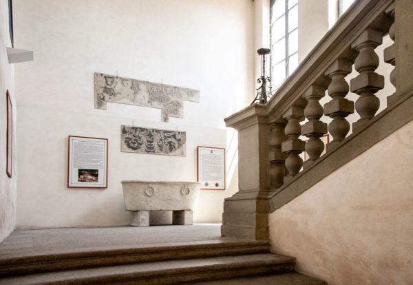 Scala d'Onore e vasca da bagno in marmo
