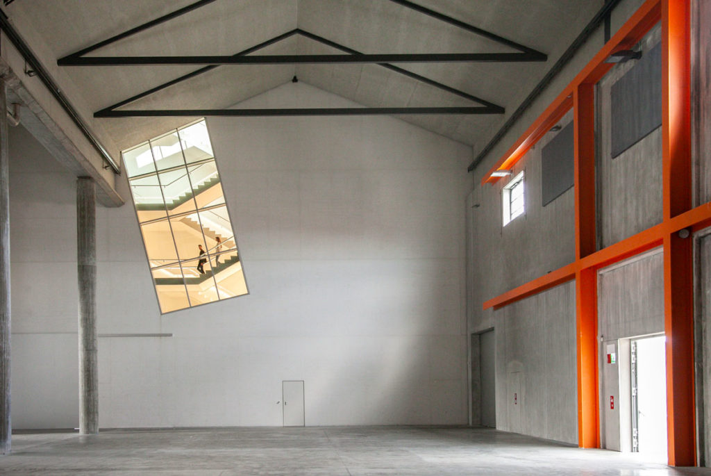 Scala della Torre di Fondazione Prada vista dal Deposito
