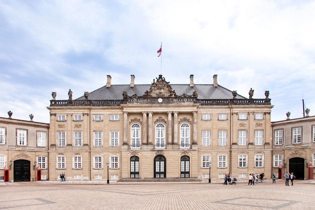 Amalienborg - Palazzi Uguali davanti a Teatro Opera di Copenaghen