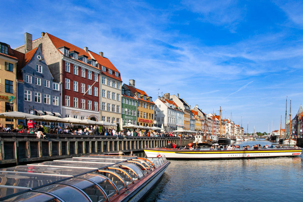 Barche in Manovra dentro al canale di Copenaghen