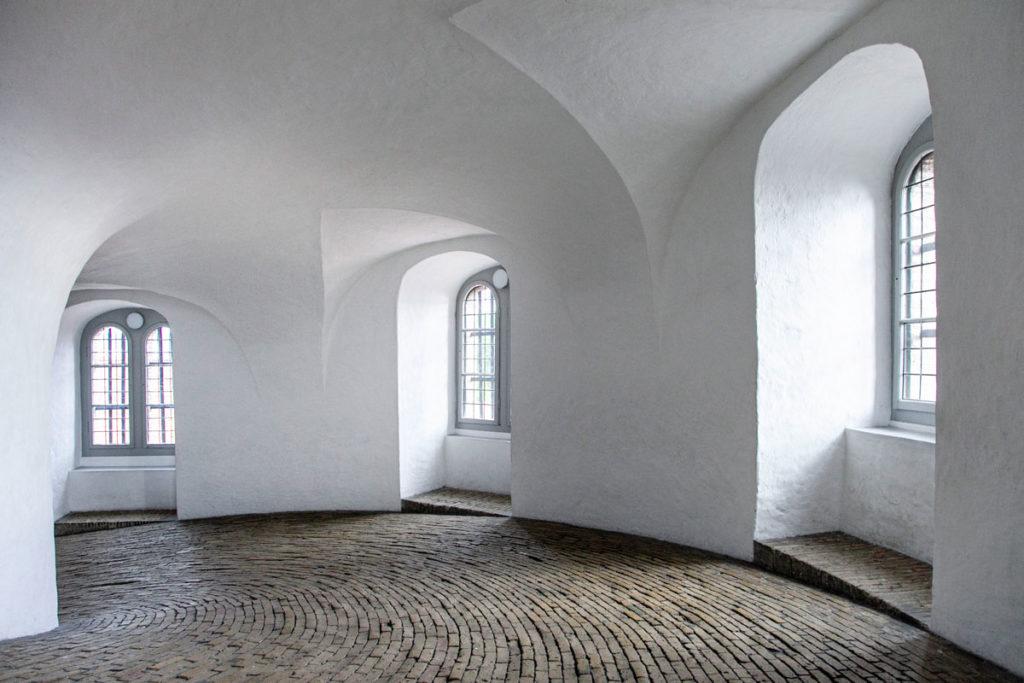 Discesa lungo la torre circolare di Copenaghen - Rundetardn