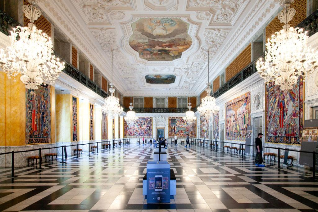 Grande Sala - Sala con 17 arazzi dentro a Christiansborg Slot