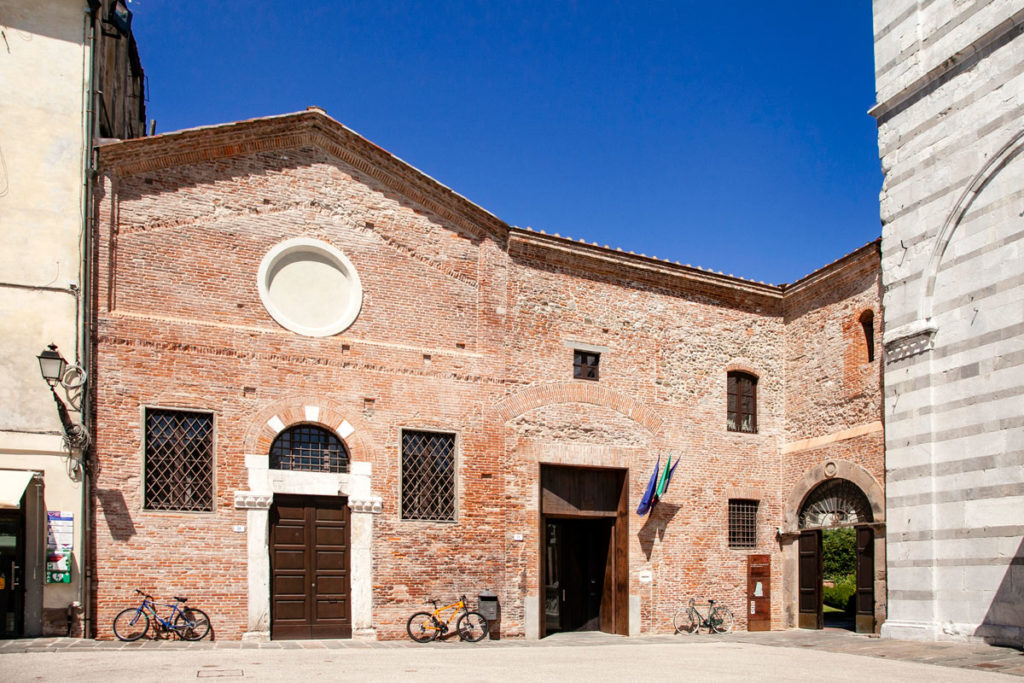 Ingresso al Convento di San Francesco in Piazza san Francesco - Lucca