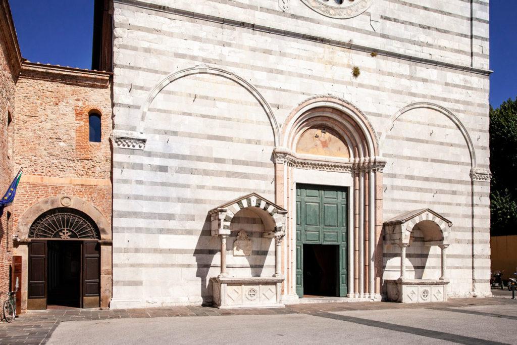 Ingresso alla chiesa di San Francesco e al convento