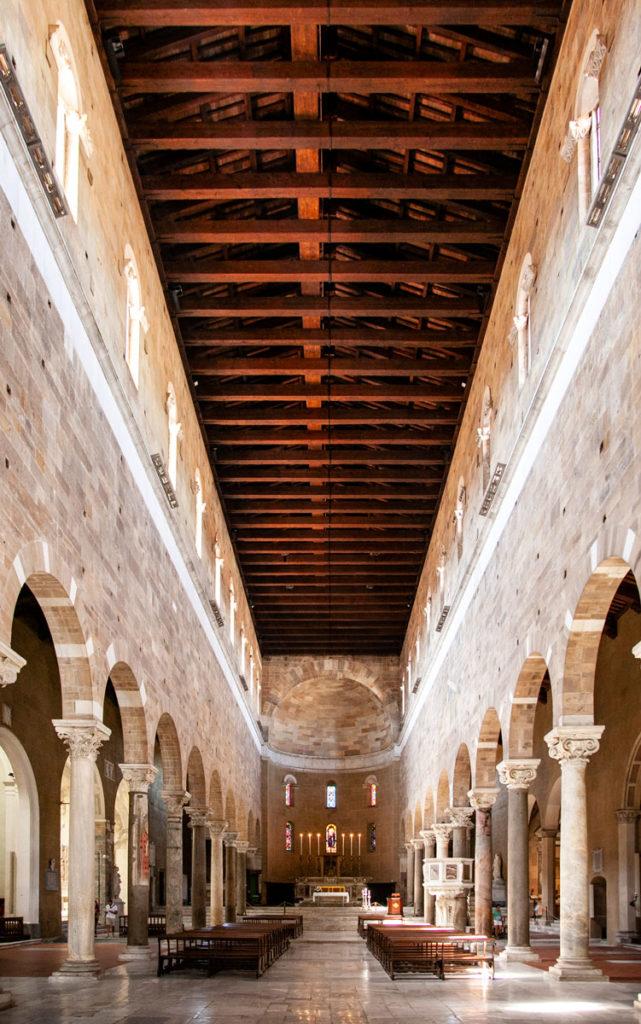 Interni basilica di San Frediano - Copertura Lignea e Colonnato con Archi a tutto sesto