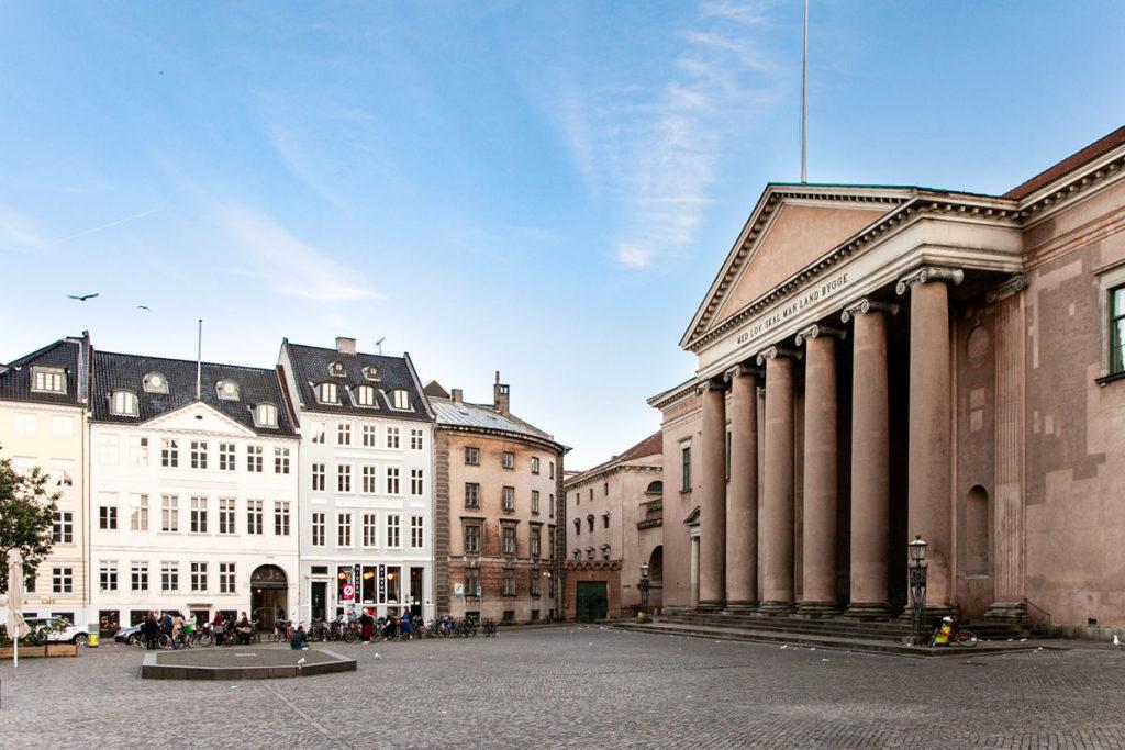 Piazza Nytorv - Palazzo di Giustizia e Impronta della Gogna Pubblica
