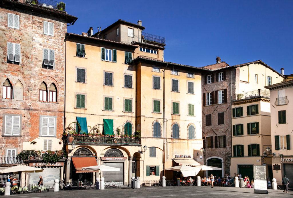 Piazza San Michele ed Edifici Storici