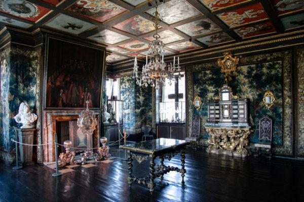 Primo Piano di Rosenborg Slot - Sala di Federico IV con Tavolo Intarsiato