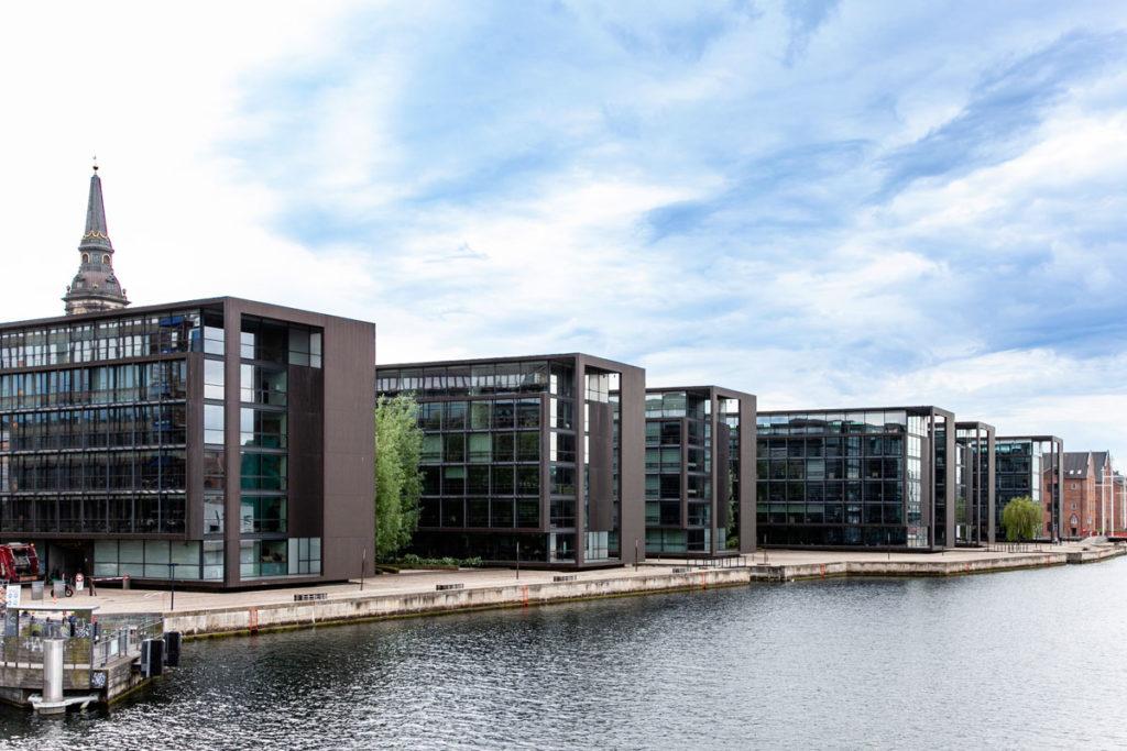 Quartiere Moderno sul canale - Dove Sorge The Black Diamond