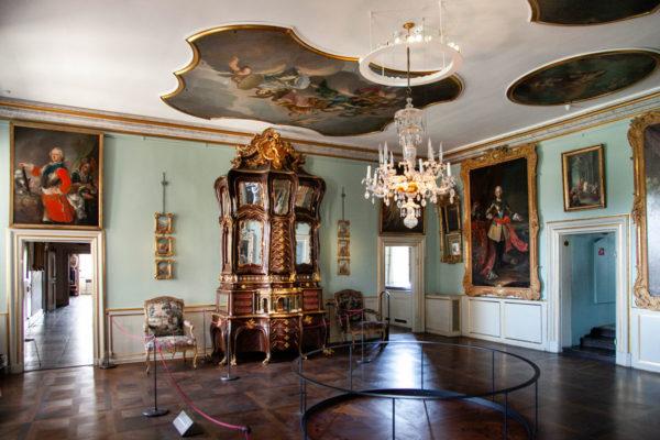 Rosenborg Slot La rosa - Credenza in Noce con Orchestra Meccanica