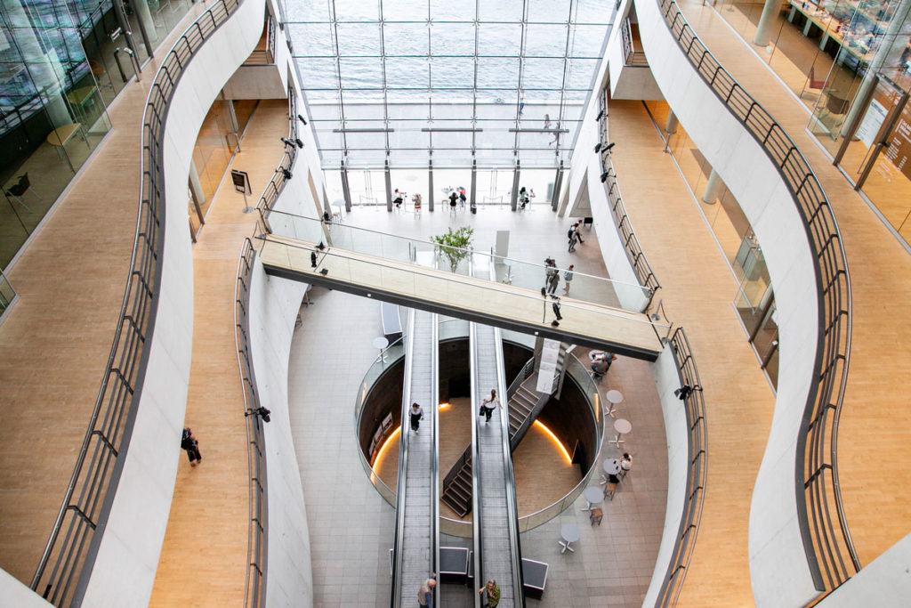 Struttura moderna della biblioteca reale di Copenaghen