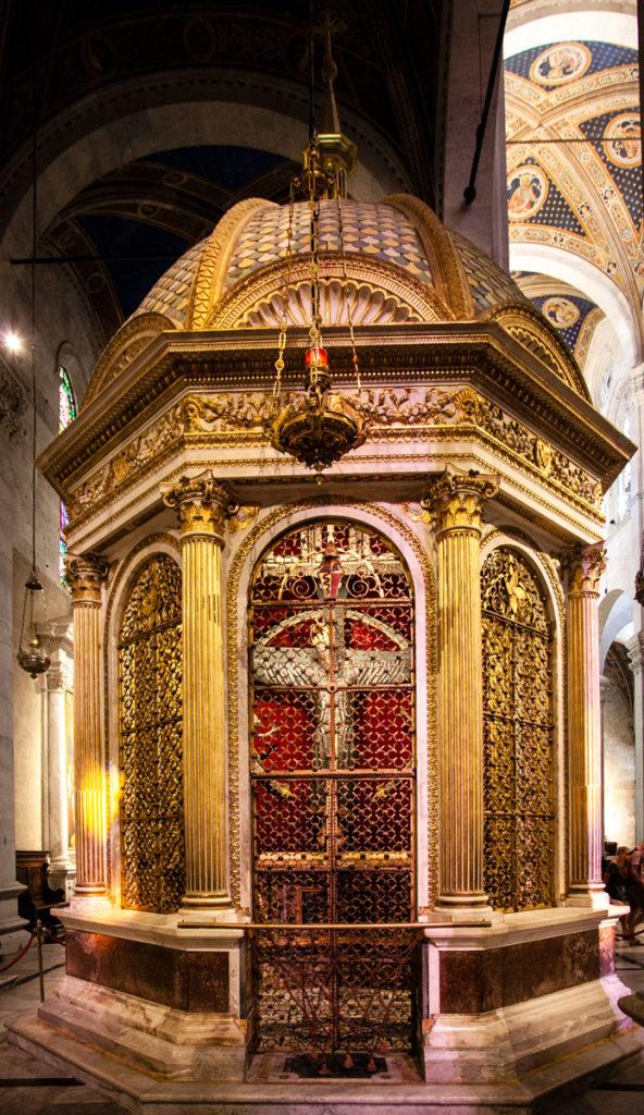 Tempietto del Volto Santo con Crocifisso in Legno venerato in tutta Europa - Duomo di Lucca