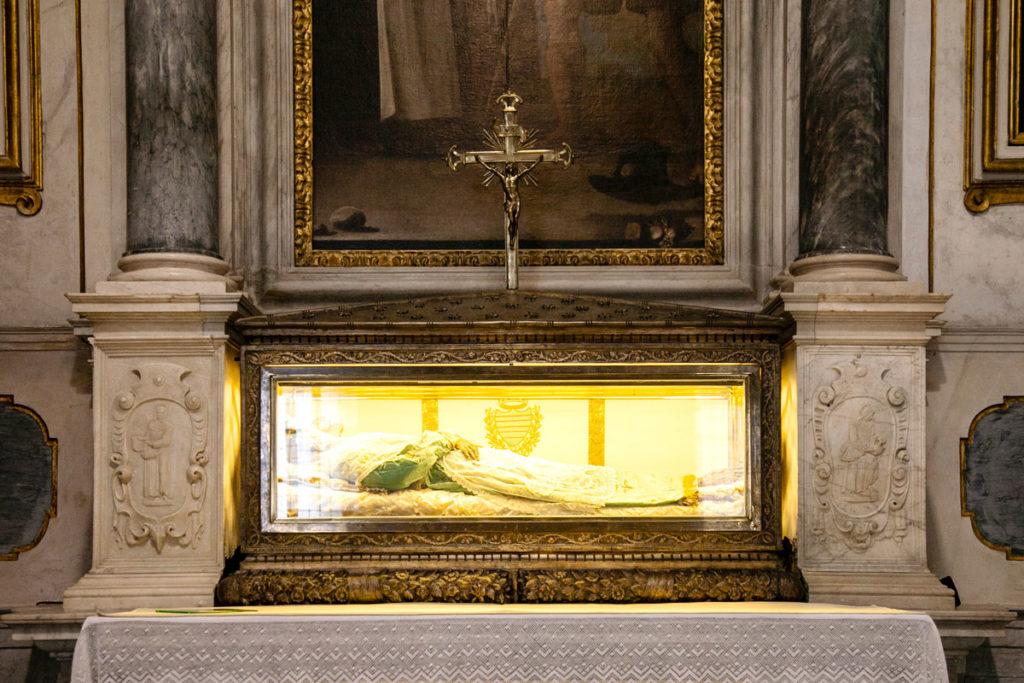 Tomba di San Frediano dentro altare