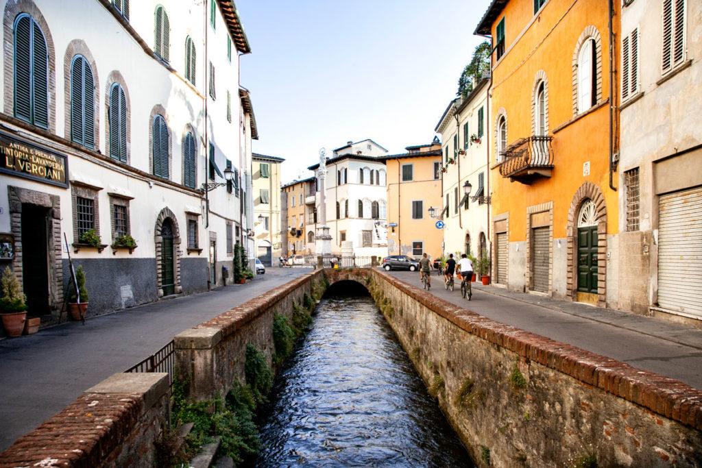 Via del Fosso verso Piazza San Francesco - Lucca