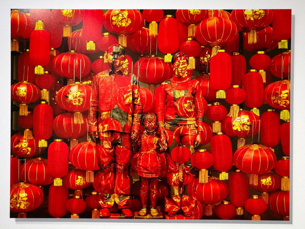 Foto di Famiglia del 2012 - Artista Liu Bolin mimetizzato nel contesto urbano