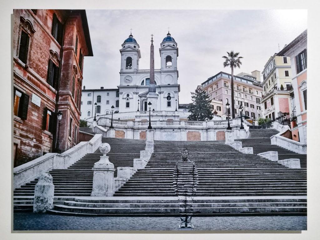 Piazza di Spagna di Roma nel 2018 - Liu Bolin in Italia