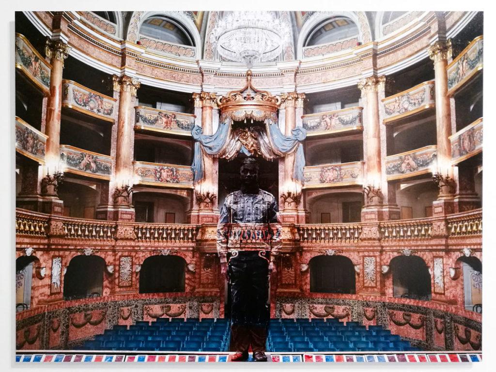 Teatro di Corte dentro la Reggia di Caserta - Liu Bolin