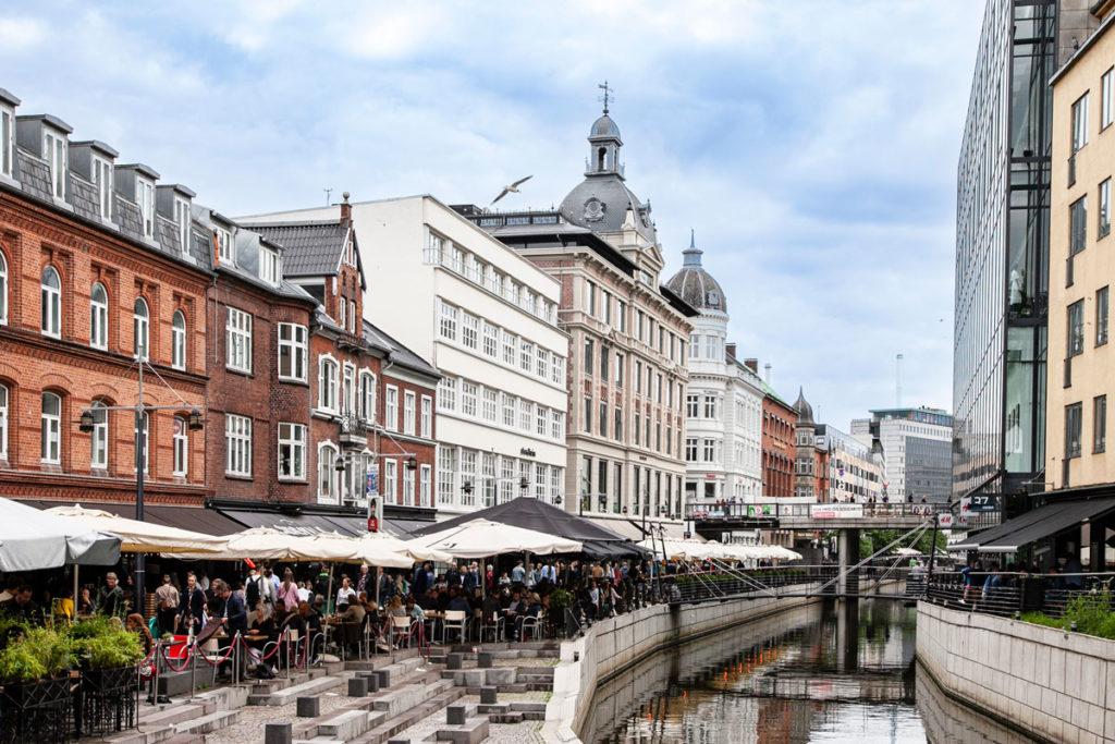 Aboulevarden - Verso il centro storico di Aarhus - Locali sul fiume