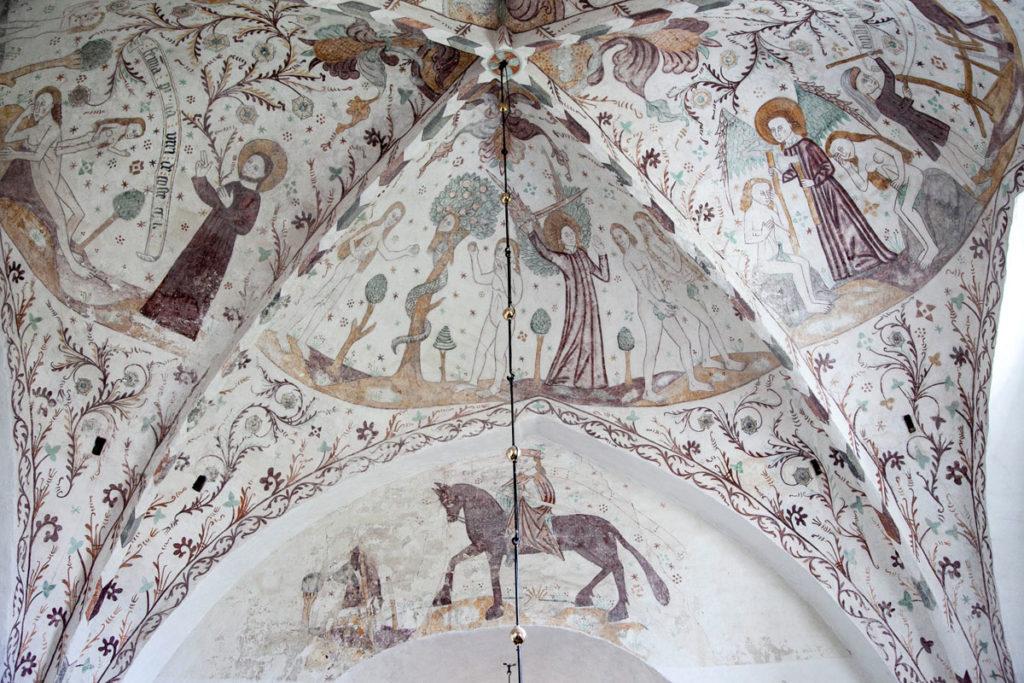 Affreschi applicati a fresco dentro alla chiesa di Elmelunde - Isola di Mon - Sud della Danimarca