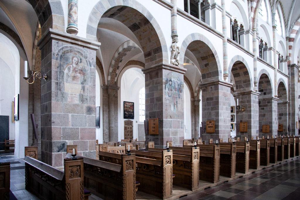 Affreschi sulle colonne della Cattedrale