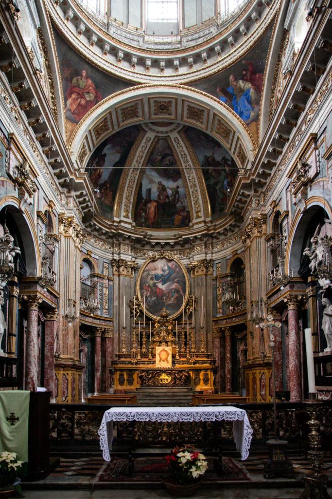 Altare della chiesa dei Santi Martiri