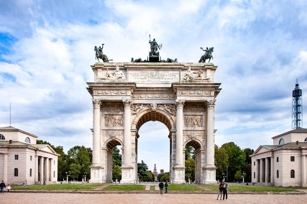 Arco della Pace - Bassorilievi e dicitura su Napoleone III e Vittorio Emanuele II