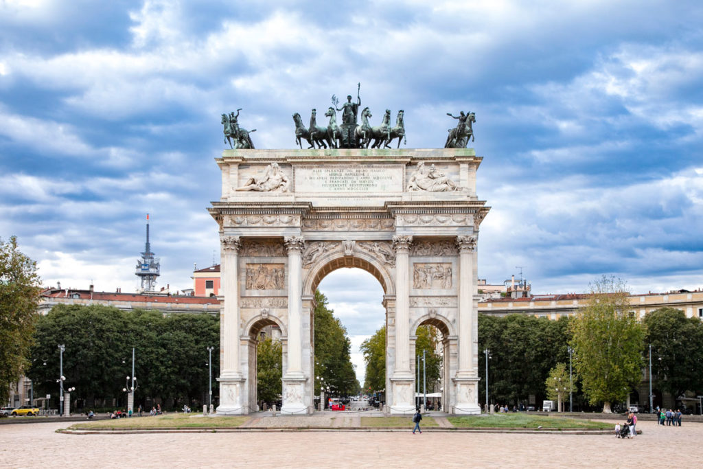 Arco della Pace e Scultura con Cavalli e figura femminile