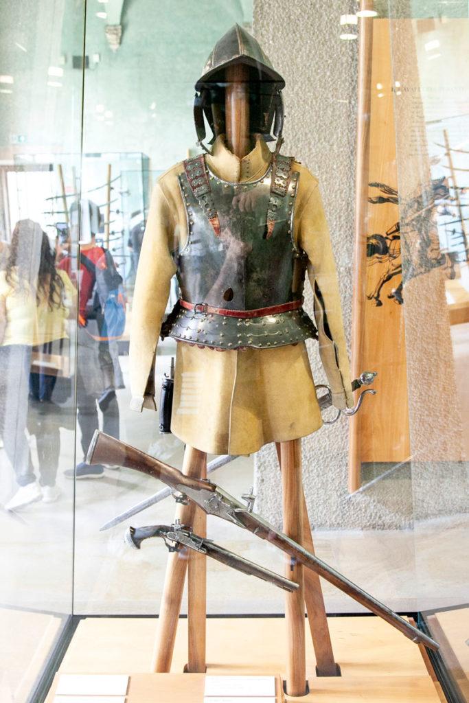 Armatura ed armi da fuoco nel museo di arte antica - Milano
