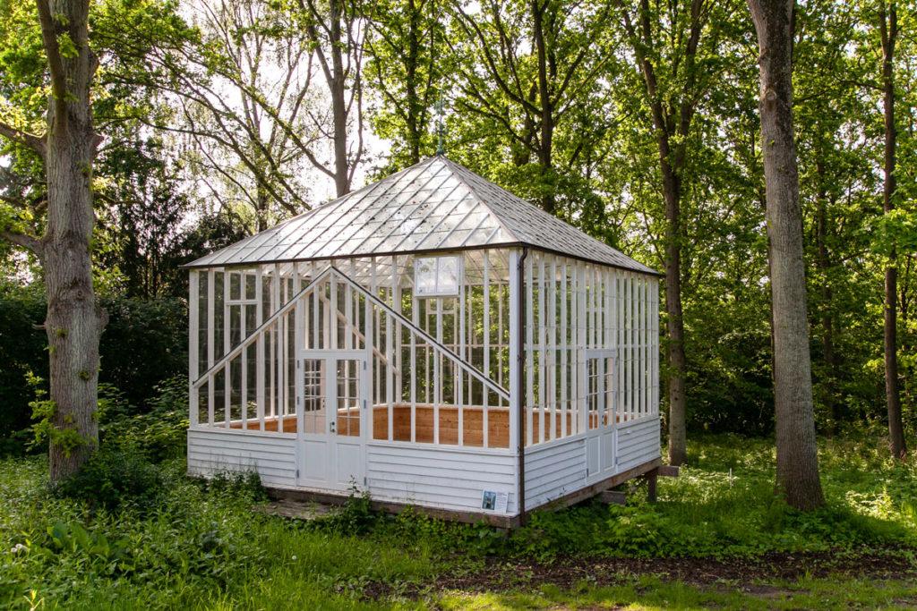 Casetta in legno per opere di arte nell'Art Park del museo Ordrupgaard
