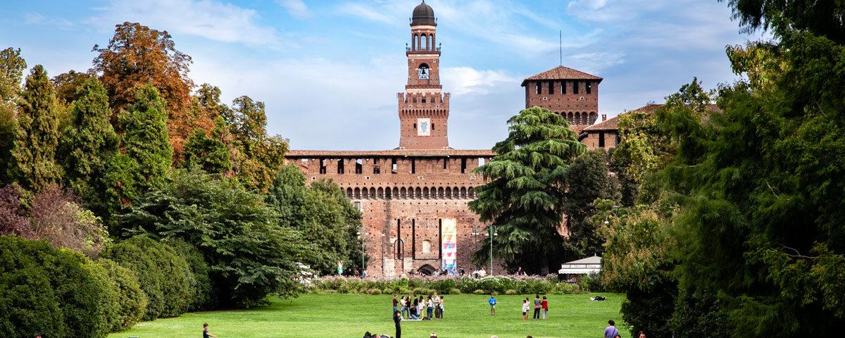 Castello Sforzesco di Milano visto da Parco Sempione