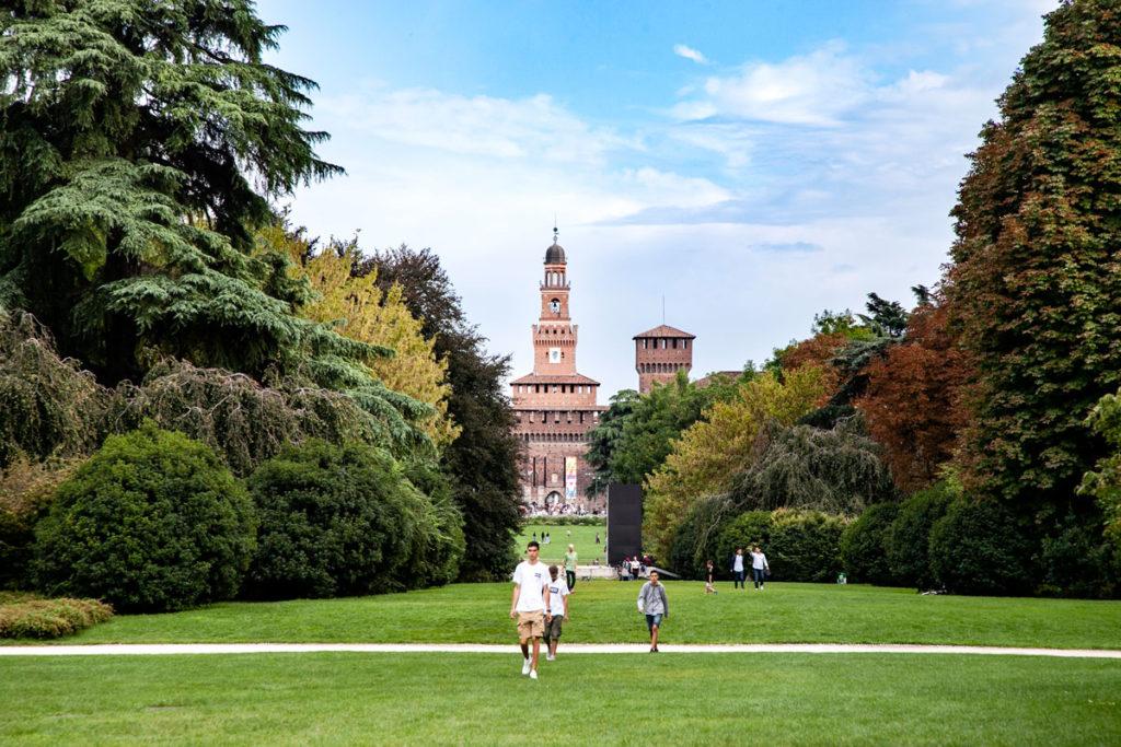 Castello Sforzesco di Milano visto da parco Sempione - Torre del Filarete e Torre di Bona di Savoia