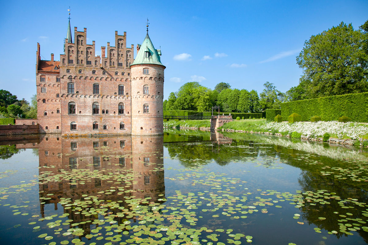 Castello di Egeskov e le ninfee nel lago