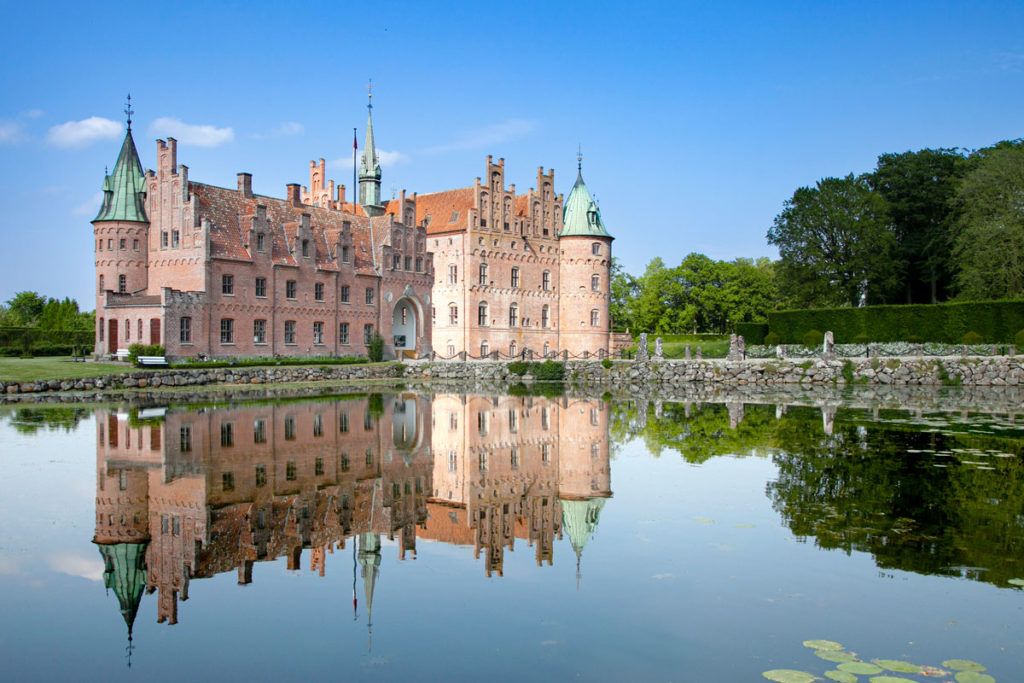 Castello di Egeskov e passeggiata sulla passerella nel lago