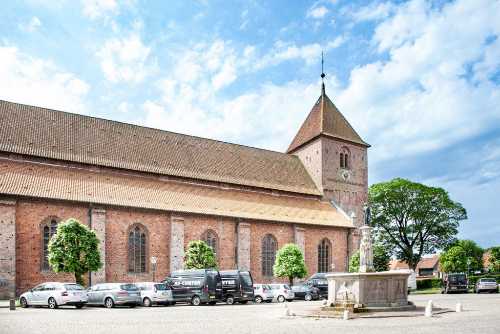 Chiesa di Santa Caterina e piazza con Fontana