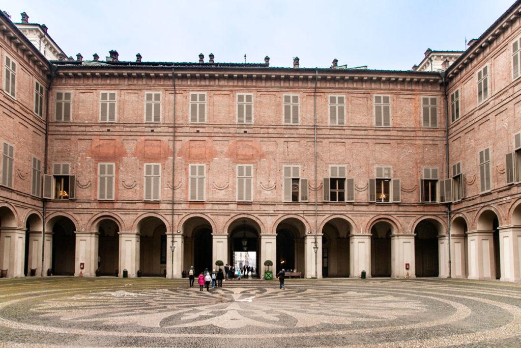 Cortile del palazzo reale di Torino