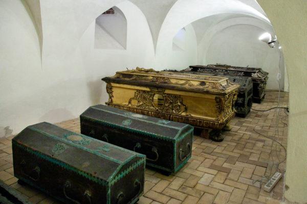 Cripta sotto al Coro Superiore con figli del re