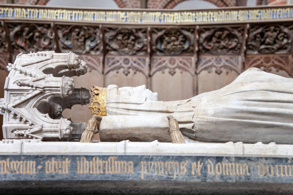 Dettaglio Statua Sarcofago della Regina Margherita