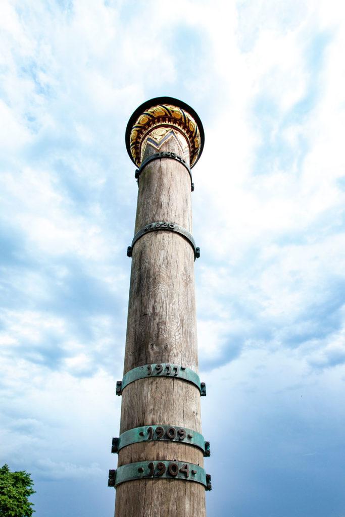Dettaglio della colonna Stormflodssojlen con indicate le alluvioni della città